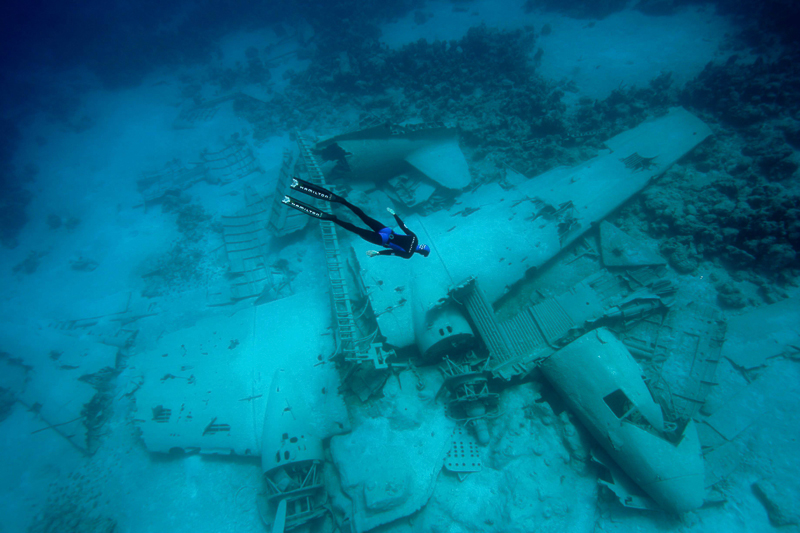 Airplane Under Water